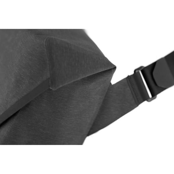 Apidura City Messenger S - 11 Zoll Kuriertasche dark grey melange-black - Bild 12